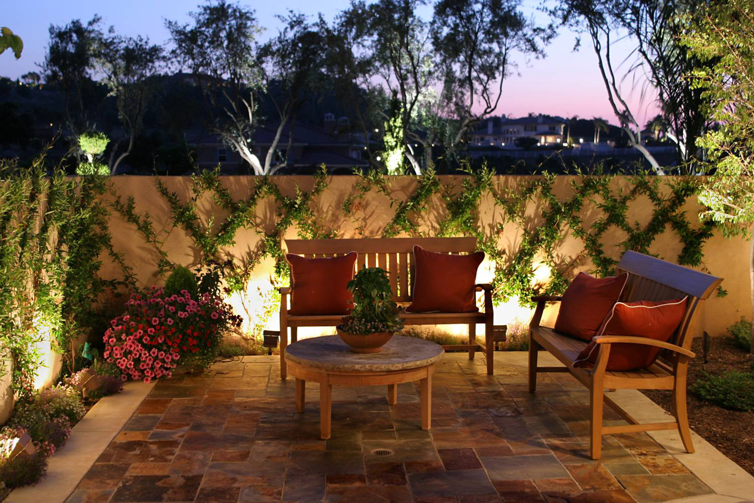 "<a href=""http://bluelinelandscape.com/gallery-lighting/"">Landscape Lighting</a>"