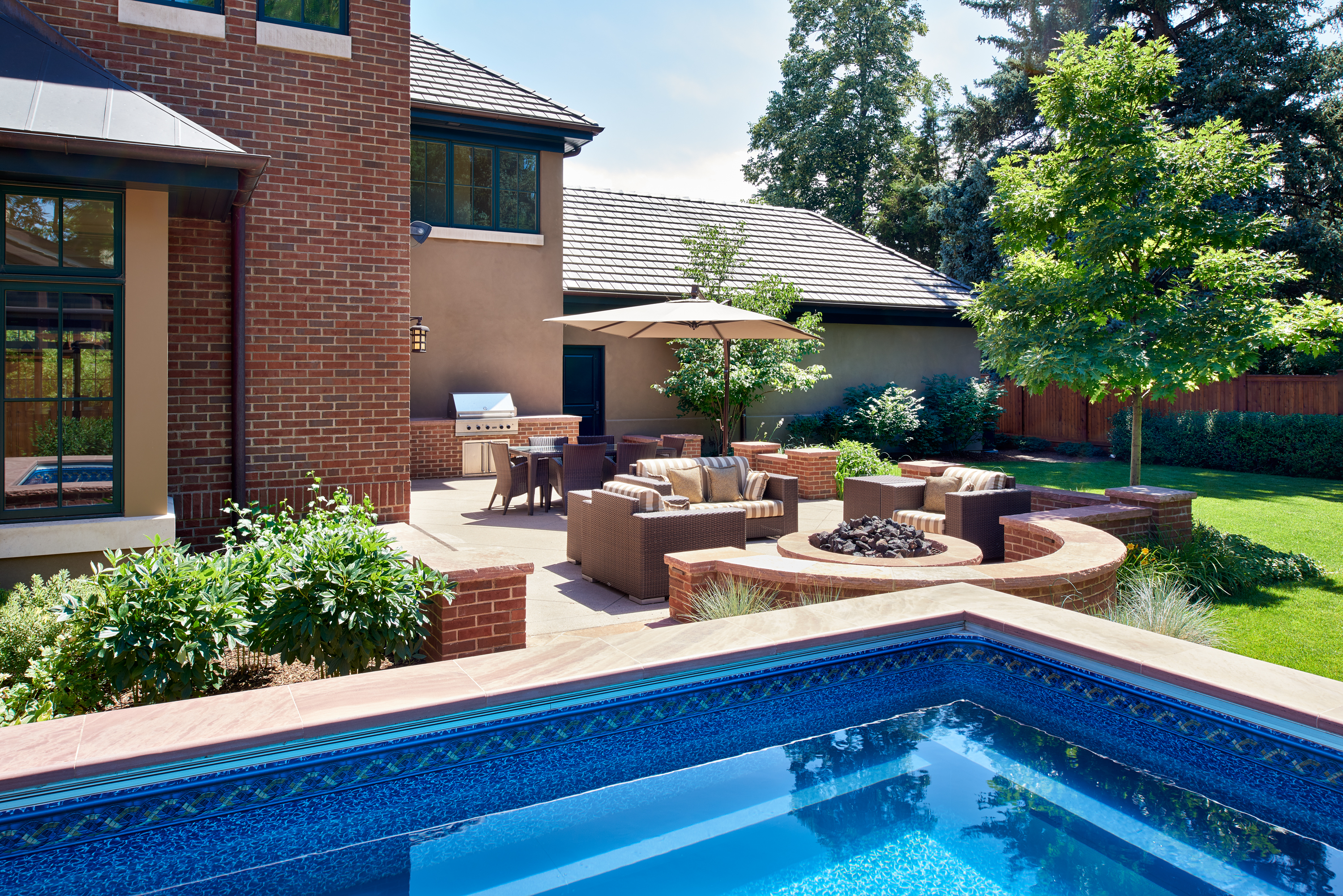buesy-pool-patio